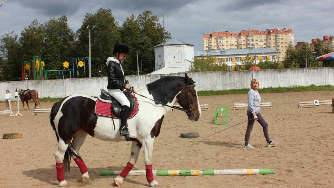 Соревнования по конному спорту среди лиц с ограниченными возможностями здоровья, посвященные Дню города.