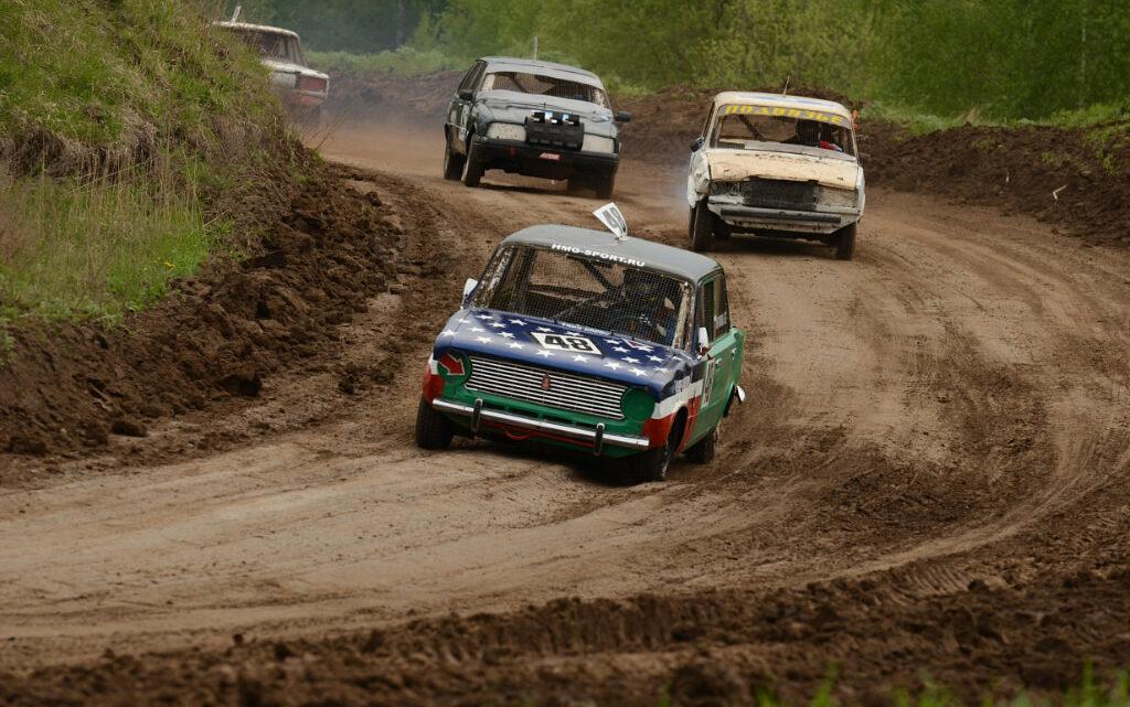 Соревнования по автокроссу на территории Коломенского аграрного колледжа.
