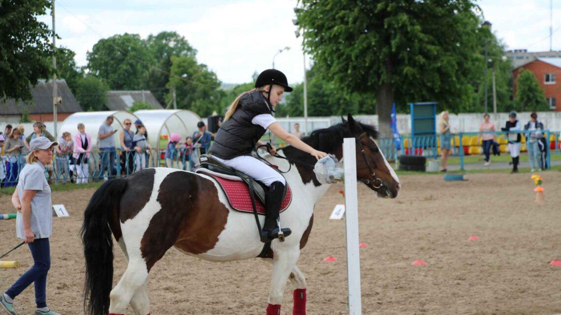 Cоревнования по конному спорту для лиц с ограниченными возможностями здоровья, посвященные Дню защиты детей.